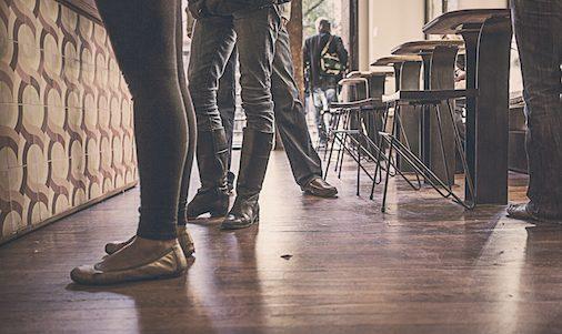 restaurant-people-feet-legs