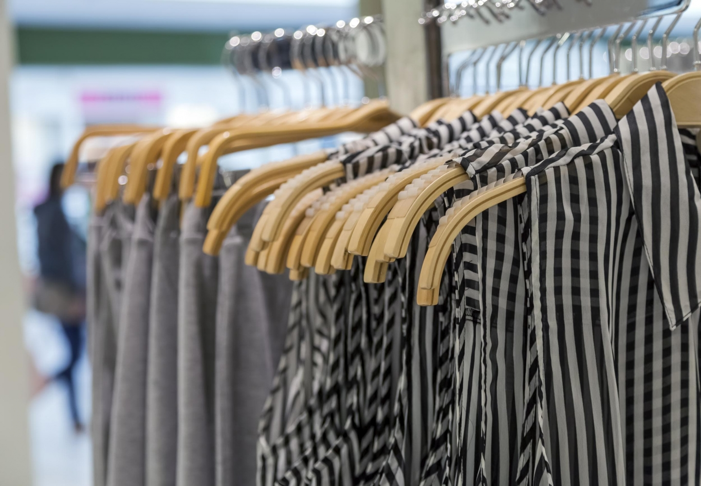 The (Somewhat) Perfect Harmony: Digital Commerce and Brick and Mortar Stores